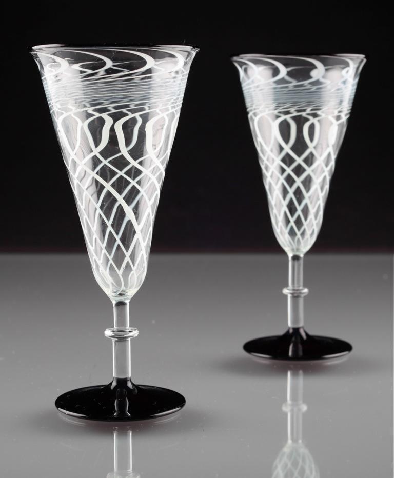 2 art deco sektgl ser fadenglas schwarz glas wei gl ser 20er lauscha r1o ebay. Black Bedroom Furniture Sets. Home Design Ideas