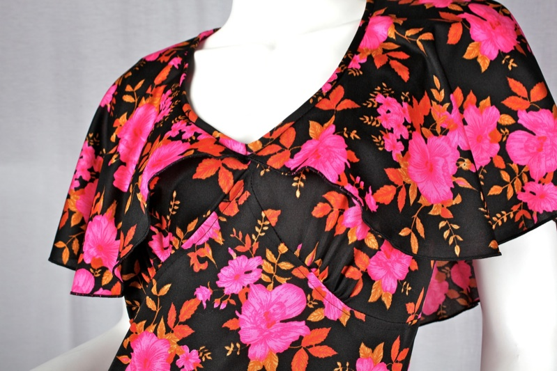 langes true vintage kleid schwarz blumen pink abendkleid maxi rosen 38 40 m 70er ebay. Black Bedroom Furniture Sets. Home Design Ideas