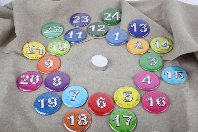 neu adventskalender buttons 24 zahlen 5 8 cm button zahl. Black Bedroom Furniture Sets. Home Design Ideas