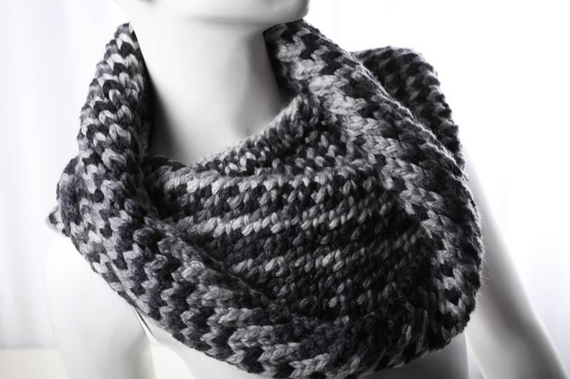 neu loop schal merino wolle schwarz grau handgestrickt handmade onesize ebay. Black Bedroom Furniture Sets. Home Design Ideas