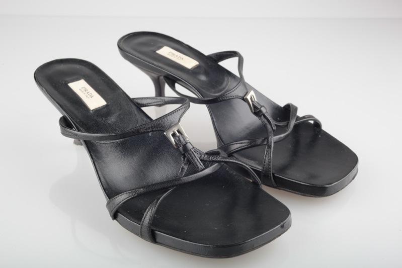 prada schuhe 37 1 2 38 schwarz sandalen sandaletten pumps sandale 37 5 ebay. Black Bedroom Furniture Sets. Home Design Ideas